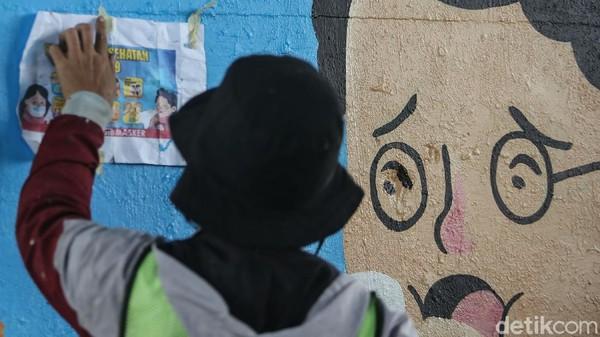 Warga Tangerang Hapus Mural 'Hapus Korupsi Bukan Muralnya' di Tembok Rumahnya
