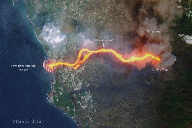 L'eruzione alle Canarie vista dallo spazio: il serpente di fuoco dal vulcano all'Oceano Atlantico