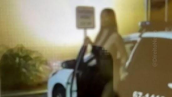 policial afastado fotos mulher nua viatura