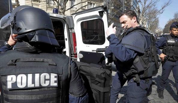 فرنسا .. محاكمة أربعة متطرفين يمينيين بتهمة التخطيط ضد مراكز للتلقيح ضد كورونا