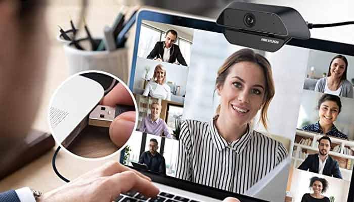 Trải nghiệm cuộc gọi video mượt mà, sắc nét ở định dạng màn hình rộng với Webcam Hikvision. Tính năng tự động điều chỉnh ánh sáng cho bạn xuất hiện với màu sắc tự nhiên, sống động. Thấu kính được trang bị trên Webcam có độ méo thấp mang lại hình ảnh chân thực nhất