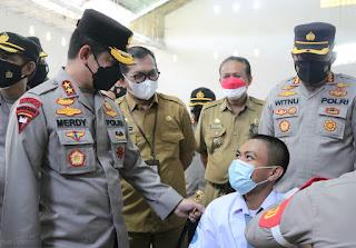 Kapolda Sulsel Tinjau Gelora Vaksinasi Pelajar di SMKN 2 Makassar Yang Digelar Alumni SIP Angkatan 50 TA. 2021