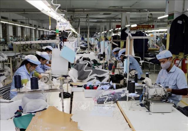 Công nhân tại công ty may Nobland Việt Nam
