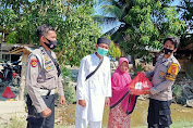 Polisi Salurkan Bantuan Sembako Untuk Korban Banjir di Desa Lembang-Lembang