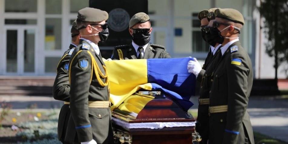 Уряд затвердив вимоги до виготовлення Державного Прапора України для військового поховального ритуалу