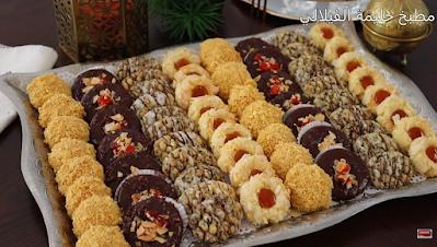 تشكيلة من حلويات العيد بعجين واحد اشكال راقية ولذيذة وسهلة التحضير