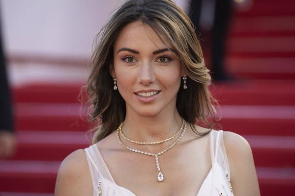 « Marre de ce pays ! » : choquée, Miss France 2012 révèle avoir été agressée et dépouillée en pleine rue