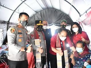 Wamen Desa PDTT Didampingi Kapolda Sumut Tinjau Percepatan Vaksinasi Covid-19 Di Samosir