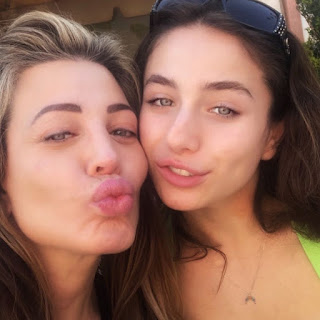 Astaria Dayne clicking selfie with her mom Taylor