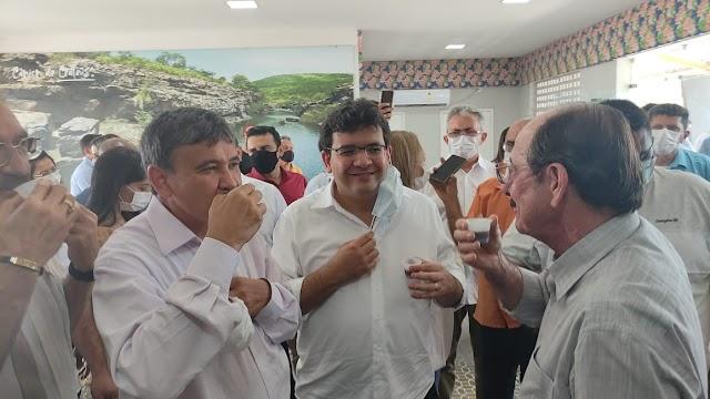 Prefeito Marcelo Machado recebe governador do Piauí para inauguração da estrada que liga Buriti dos Montes a Crateús