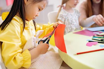 How to Make a Kaleidoscope  at Home for Preschool Kids to Enjoy - Montessori preschool - Montessori Fremont