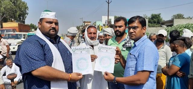 भाकियू ने रोक दिया दिल्ली सहारनपुर हाईवे सरकार के खिलाफ नारेबाजी