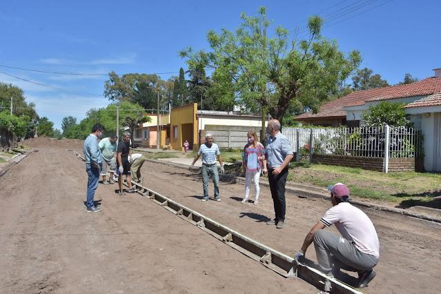 Nuevas cuadras de pavimento en Mones Cazón
