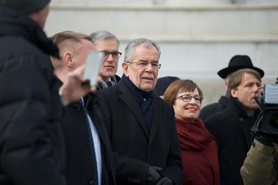 الرئيس,النمساوي,يطمئن,المواطنين,ويضع,الكرة,في,ملعب,البرلمان