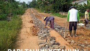 Tak Kunjung Diperbaiki Warga Abung Surakarta Purbasakti Gotong Perbaiki Jalan