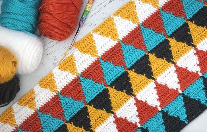 Wonderful Crochet Triangle Blanket - Free Instructions
