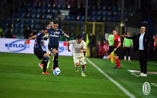 فاز ميلان على ريمونتادا أتلانتا بانتصار مثير لاستعادة ترتيب الدوري الإيطالي