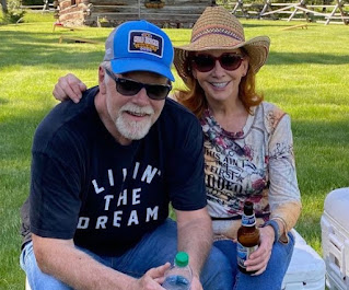 Rex Linn and his girlfriend Reba McEntire enjoying quality time together