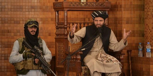 Shalat Jumat Pertama di Afghanistan Setelah Jatuhnya Kabul, Pengkhutbah Diapit Pasukan Bersenjata Taliban