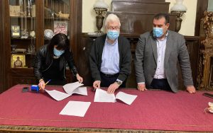 Υπογράφηκε η σύμβαση για το έργο αναπλάσεων και αναβαθμίσεων κοινόχρηστων χώρων Μπιζανίου