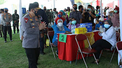 Tinjau Vaksinasi di Surabaya, Kapolri Minta Sasar Wilayah yang Sulit Dijangkau