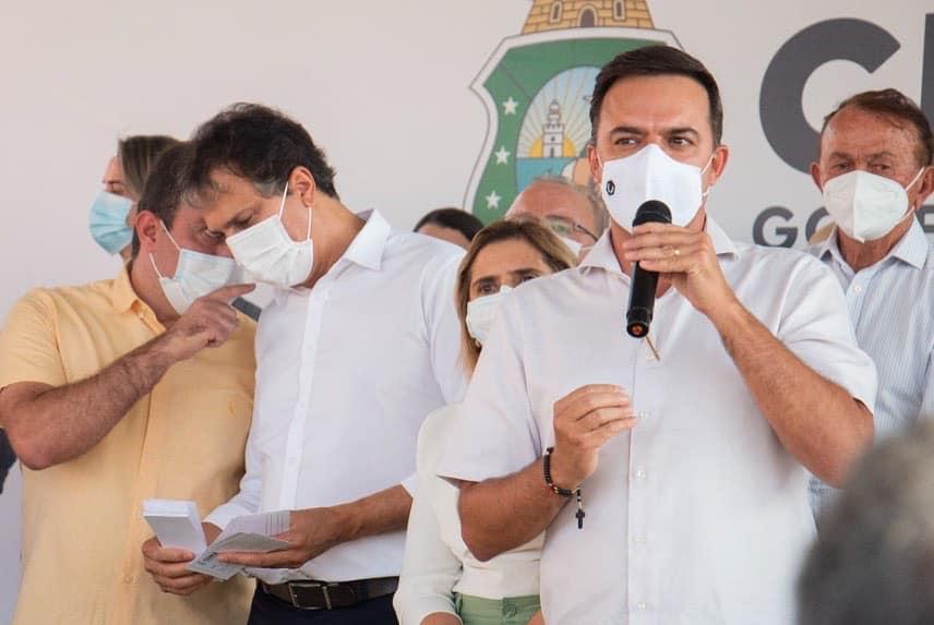 Deputado Fernando Santana acompanha o governador Camilo Santana na visita ao cariri