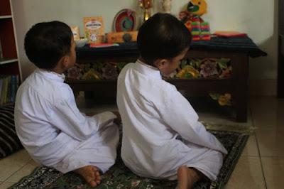 Mendampingi Anak-Anak Mengikuti Kelas Tahfidz Quran Online