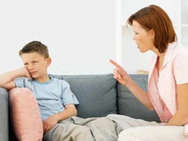बच्चों से भूलकर भी ऐसी बातें ना करें पैरेंट्स, जिंदगी भर रहता है बुरा असर