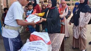 Keluarga Besar SDN 16 Woja Salurkan Bantuan Untuk Korban Kebakaran di Monta