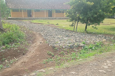 Pembangunan Jalan Desa Melalui DD,Diduga Lokasinya Serobot Tanah Milik Warga Bersertifikat,Oleh Kades Sidamulya