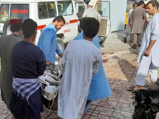 नमाज के बीच धमाका, 100 लोगों की मौत : अफगानिस्तान में शिया मस्जिद पर फिदायीन हमला, नमाज अदा करने आए थे 300 से ज्यादा लोग