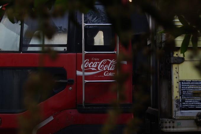 Truk merah Coca-cola