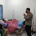 Wakapolres Inhil Bersama Pasi Ter dan Pembina YVB Sambangi Warga di RSUD PH Tembilahan