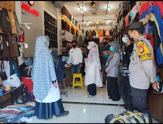 Pantau Pasar Sentral, Polsek Wajo bersama Stakeholder Himbau Agar Terapkan Protokol Kesehatan