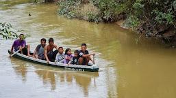 Tak Hanya Bangun Jalan, Satgas TMMD Bikin Perahu Penyebrangan untuk Warga RT 05