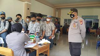 Vaksinasi Covid-19 di SMA Negeri 4 Makassar, Kapolsek Ujung Tanah Pimpin Pengamanan dan Monitoring