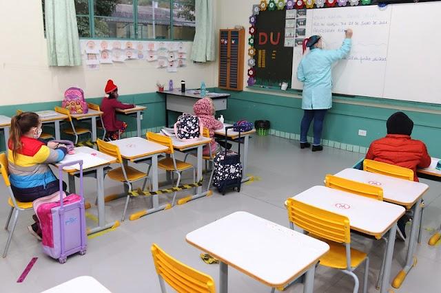 Prefeitura de Foz abre processo seletivo para contratação de professor e secretário de escola