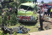 Truck Hantam Sepeda Motor, 4 Orang Tewas