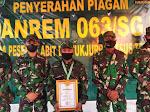 Danrem Berikan Piagam Penghargaan kepada Ba Otsus Asal Papua