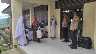 Kapolsek Anggeraja Bersama Bhabinkamtibmas Monitoring Pelaksanaan Vaksin Di SMK 2 Bunu