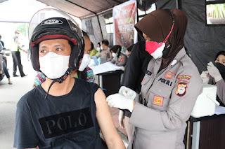 Polres Pelabuhan Makassar terus lakukan Vaksinasi Melalui Gerai Drive Thru Presisi