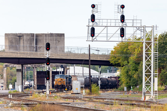 Train Q560-01 rolls through CP285, with the old NYC coaling towers in the background