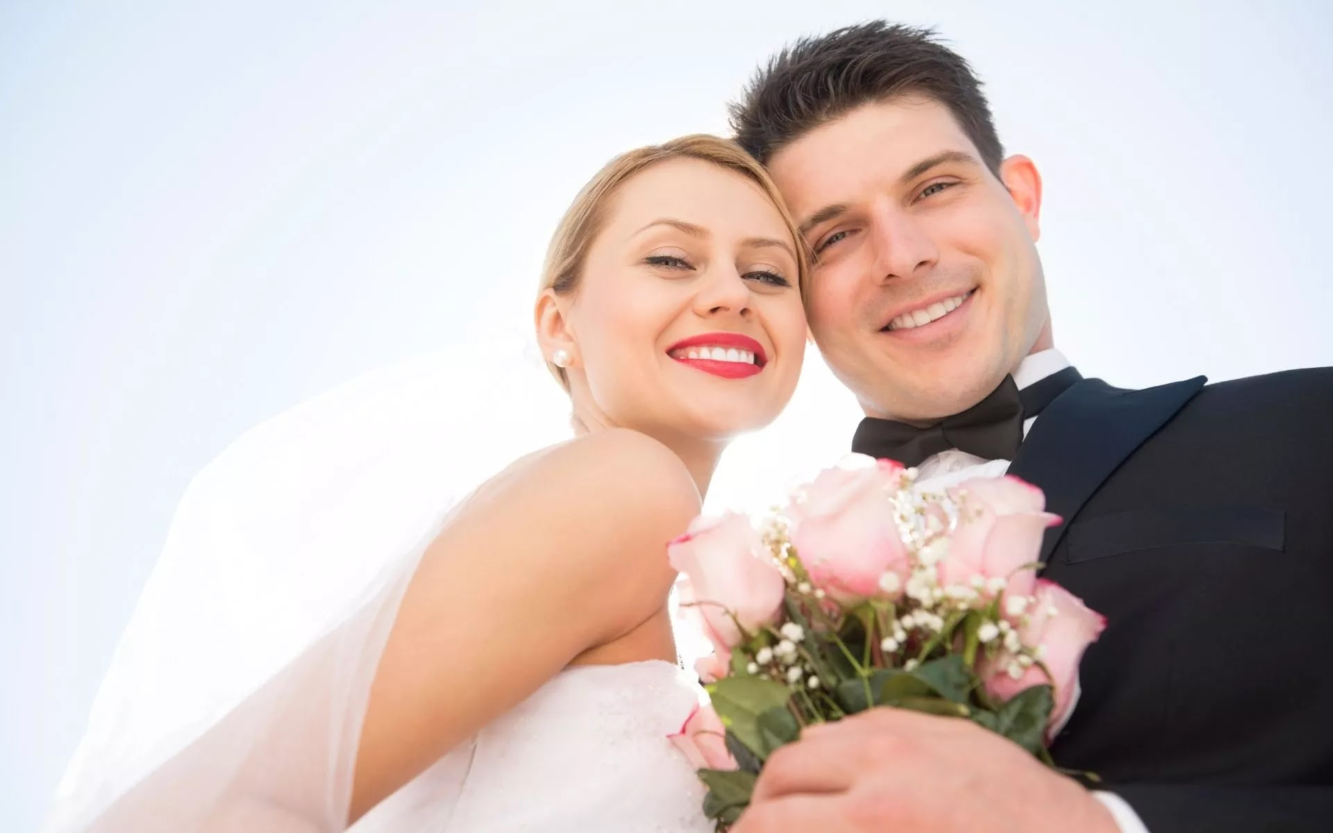 love-couple-pic-at-marriage