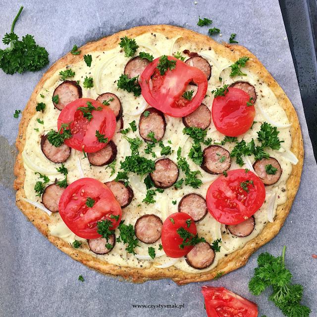 Serowa pizza bez mąki w stylu wiejskim