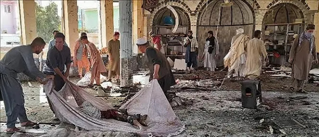 The site of an explosion at a Shiite mosque in Kunduz province, northeastern Afghanistan, October 8, 2021. Photo: AFP