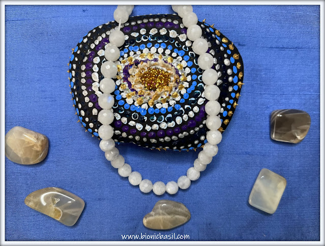 moonstsone crystals, moonstone beads, crystal properties