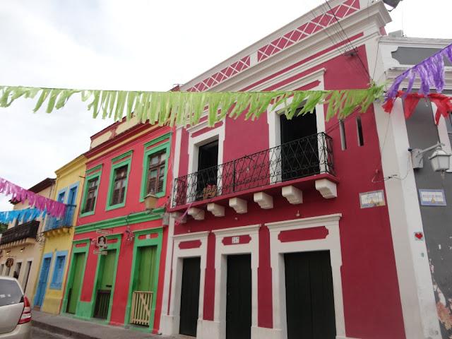 casarões coloridos em Olinda decorados para o Carnaval 2019