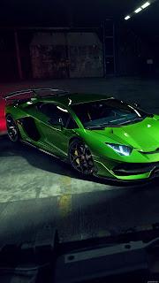 Ламборджини зеленого цвета.