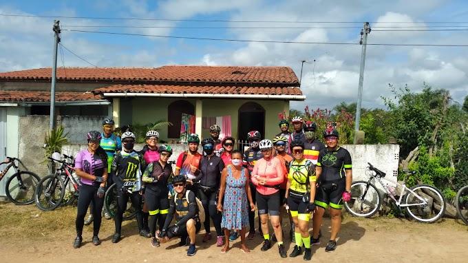 Ciclistas do GPS de Serrinha fazem boa ação na zona rural de Santa Bárbara