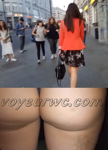 Upskirts 4622-4630 (Secretly taking an upskirt video of beautiful women on escalator)
